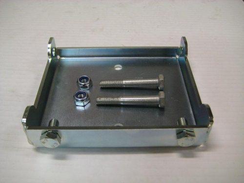 YFM10080 Fästplatta för vinschkassett